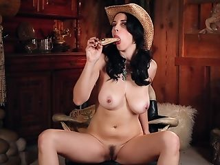 Hot Solo Session Is All Huge-titted Honey Jelena Jensen Hungers