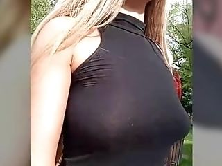 Ash-blonde Supah Hot Bimbo Flashes In The Park