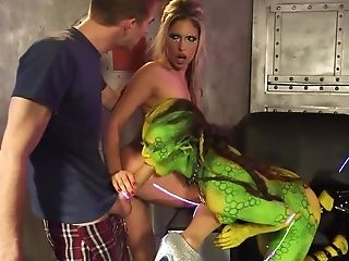 Remarkably Erotic Fuck With Alien Bombshells