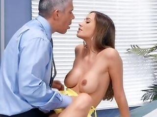 Beautiful Damsel Desiree Dulce Gets It On With Her Gynecologist