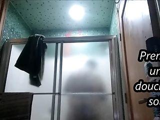 Taking A Bathroom At Night Prendre Une Rubber Bulb Le Soir