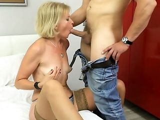 Platinum-blonde Cougar Diana Gold Is Having Hook-up Joy With Youthful Dude Living Nextdoor