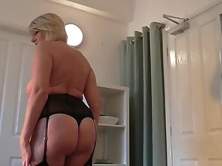 He Receives An Memorable Blow-job By Matures Blondie Amy
