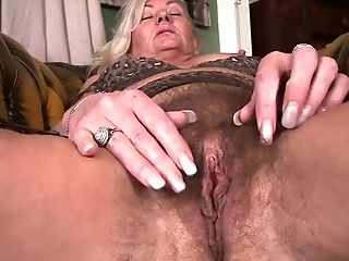 Hook-up-crazy Cougar Ellen B Gets Naked And Plays With Outworn Out Hairy Cunt