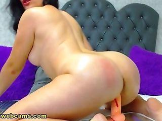 Horny Latina Stimulates Her Raw Gash