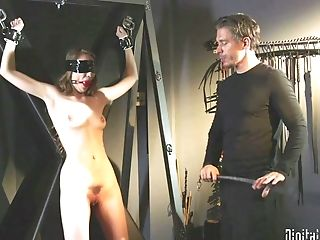 Eyes Covered Inexperienced Female Samantha Hayes Tied Up And Tormented