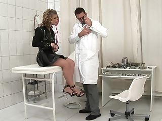 Good Ass-fuck Kink Inbetween A Subordinated Chick And The Doc