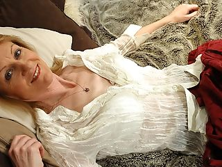 Housewife Jj Gets Kinky And Naked On Her Own