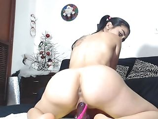 Slender Latina Camgirl With A Excellent Booty