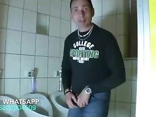 Die Chefi Oma Fickt Besucher Auf Der Toilette