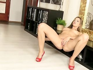 Eufrat Finger Fucks Her Superstar Snatch In Crimson High High-heeled Slippers