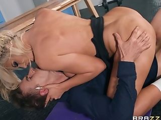 The Dick Fits The Cougar's Donk And Makes Her Wanna Guzzle