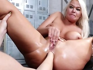Cougar Pleases Blonde Friend With Fist-fucking In Locker Room