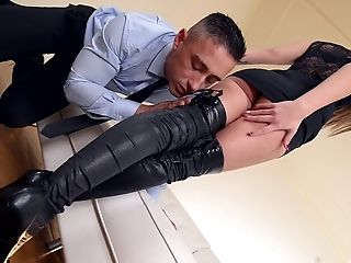 Sharon Lee Entices A Man With Her Sexy Feet For A Shag