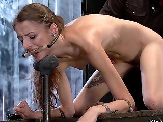 Bottom Gets Chain Thru Her Goods