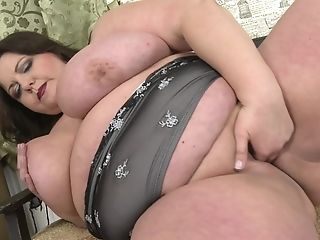 Hairy cunted milf skylar ready for cock
