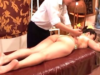 Oiled Cunt Of Chubby Asian Is Everything Her Massagist Wants To Touch