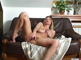 Big Booty Stunner Shows Tits While Fapping