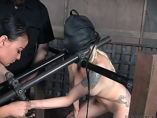 Blonde Beauty Lorelei Lee Strapped In And Abased Gonzo