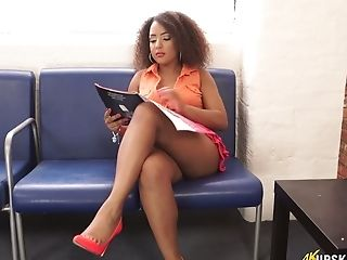 Black Chick Kayla Louise Spreads Gams Broad Open And Taunts With Her Yummy Vagina Upskirt